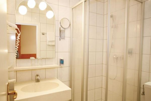 standard-doppelzimmer-double-room-1-20140220-19339849108DBF82F5-E603-AF7D-A485-1B2240108F5B.jpg